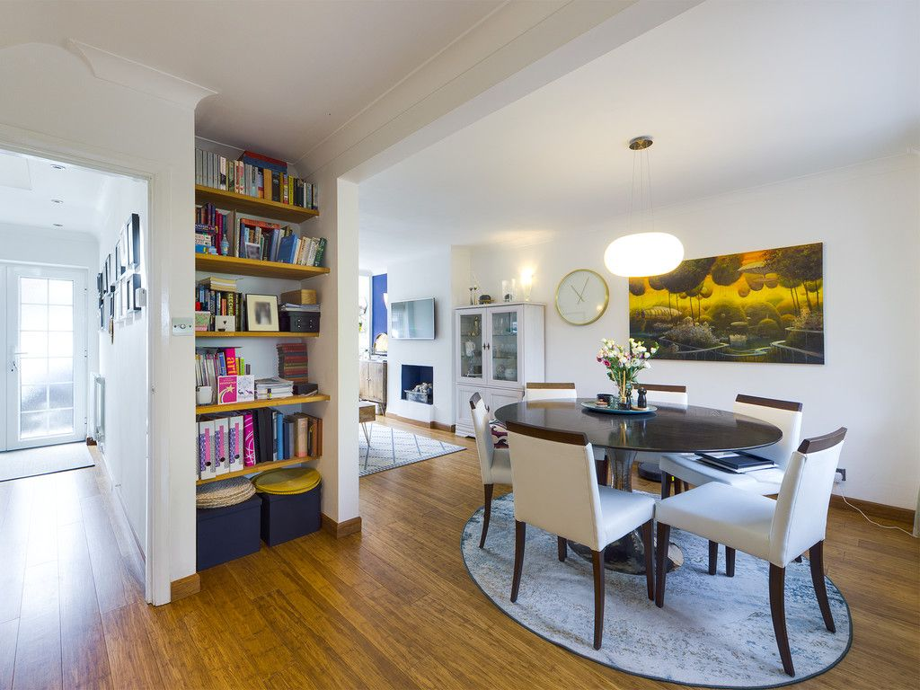3 bed house for sale in Mount Close, High Wycombe  - Property Image 9