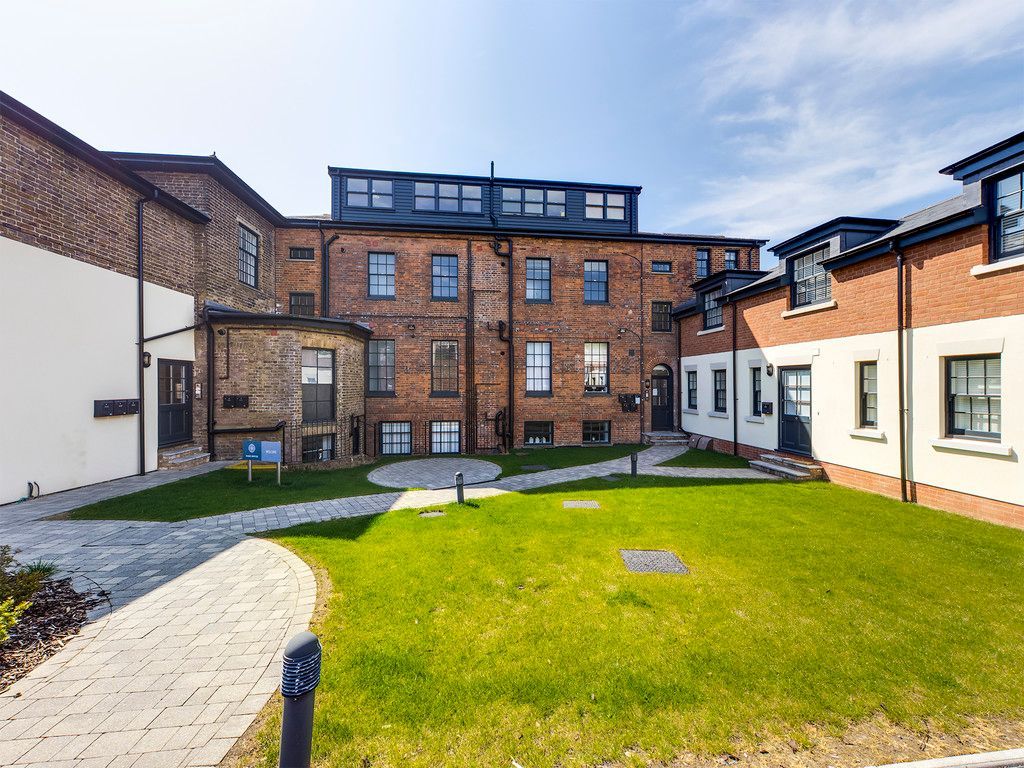 1 bed flat for sale in Park House, London Road, HP11