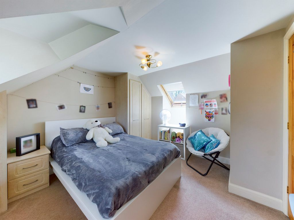 4 bed house to rent  - Property Image 7