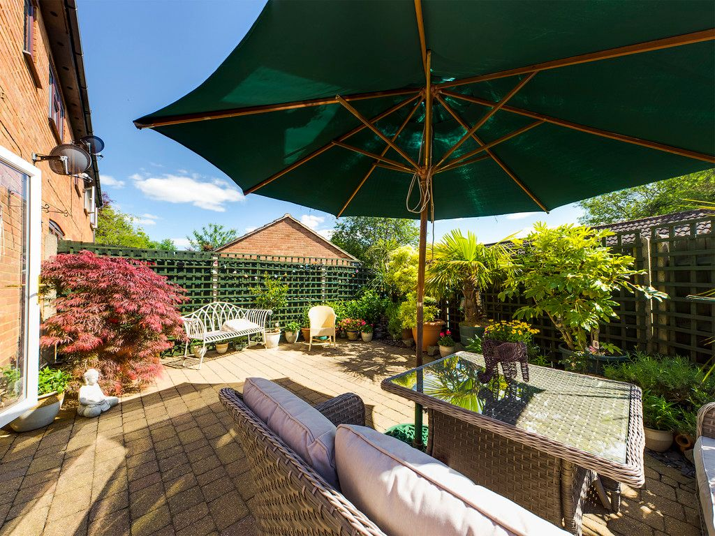 2 bed house for sale in Denewood, High Wycombe, HP13