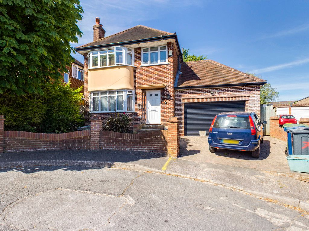 3 bed house for sale in Kendalls Close, High Wycombe, HP13