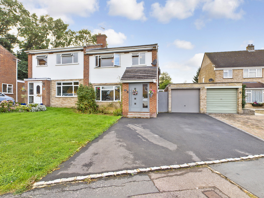 4 bed house for sale in Cedar Avenue, Hazlemere, HP15