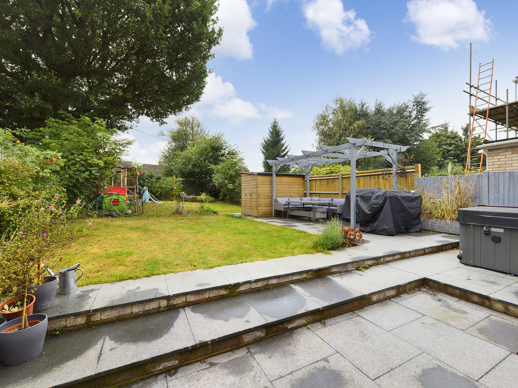 4 bed house for sale in Cedar Avenue, Hazlemere  - Property Image 2