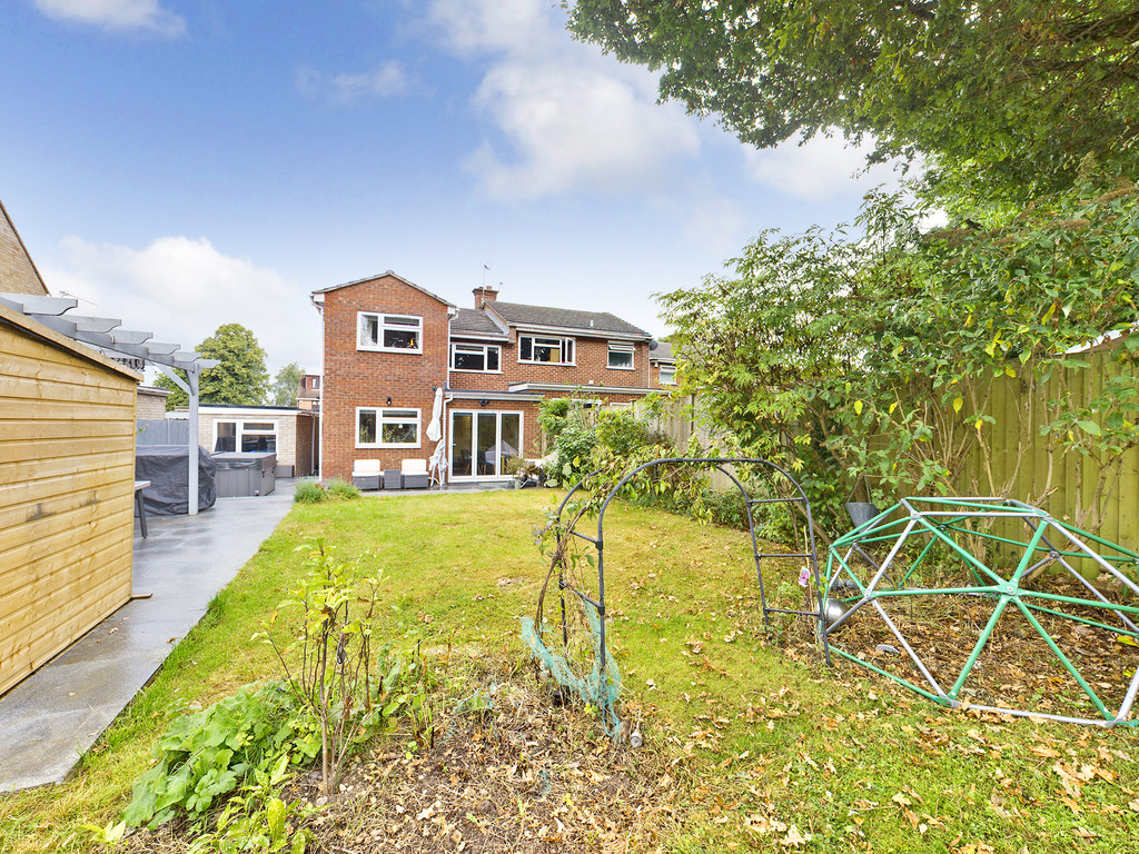4 bed house for sale in Cedar Avenue, Hazlemere 3