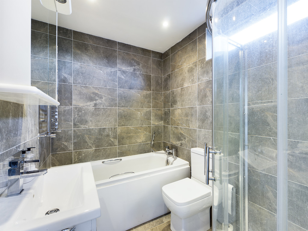 4 bed house for sale in Cedar Avenue, Hazlemere 7
