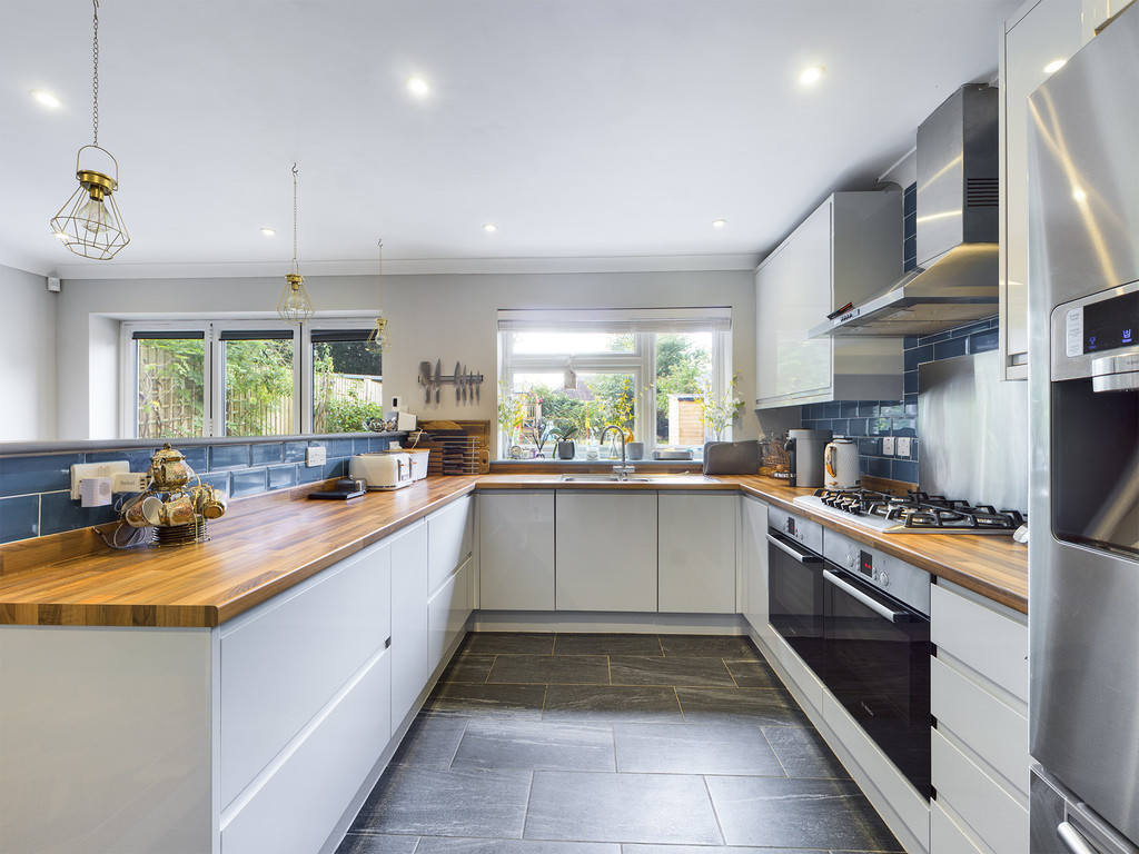 4 bed house for sale in Cedar Avenue, Hazlemere 9