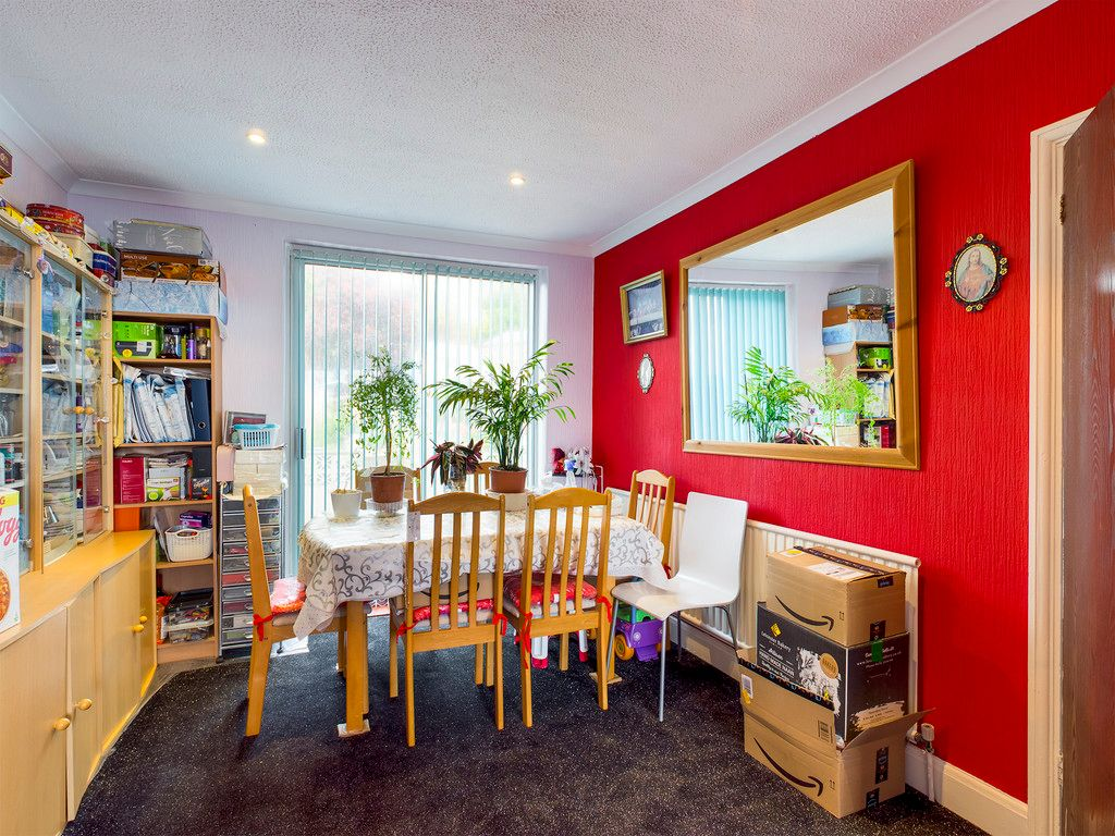 2 bed house for sale in South Drive, High Wycombe  - Property Image 5