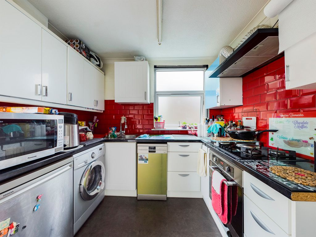 2 bed house for sale in South Drive, High Wycombe  - Property Image 6