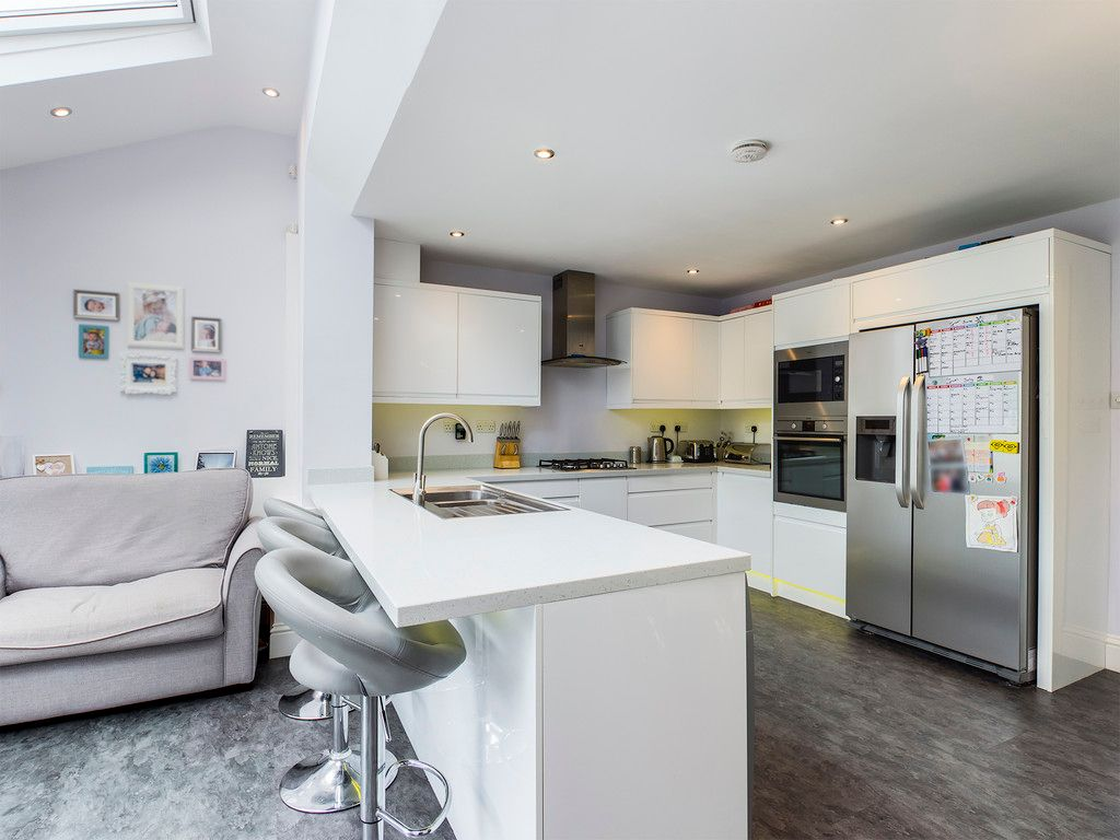 3 bed house for sale in Hawthorn Crescent, Hazlemere  - Property Image 11
