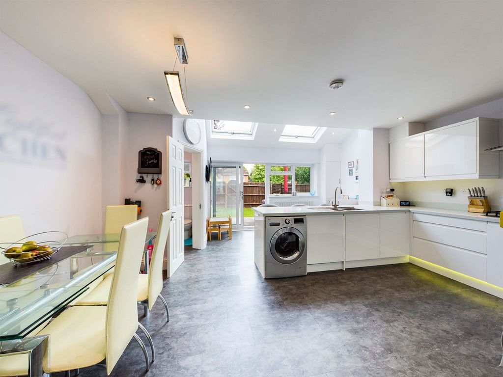 3 bed house for sale in Hawthorn Crescent, Hazlemere  - Property Image 14