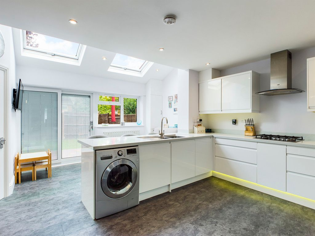 3 bed house for sale in Hawthorn Crescent, Hazlemere  - Property Image 4