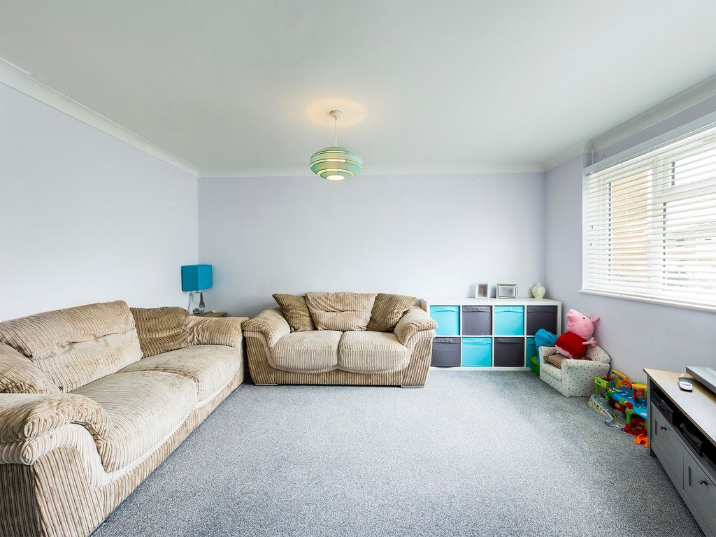 3 bed house for sale in Hawthorn Crescent, Hazlemere  - Property Image 5