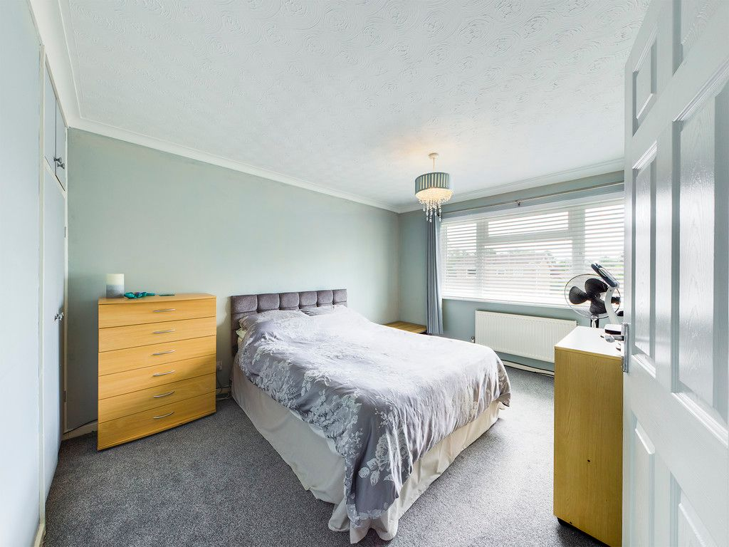 3 bed house for sale in Hawthorn Crescent, Hazlemere  - Property Image 6