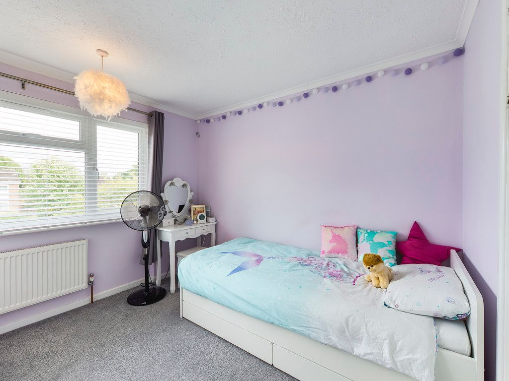 3 bed house for sale in Hawthorn Crescent, Hazlemere  - Property Image 7