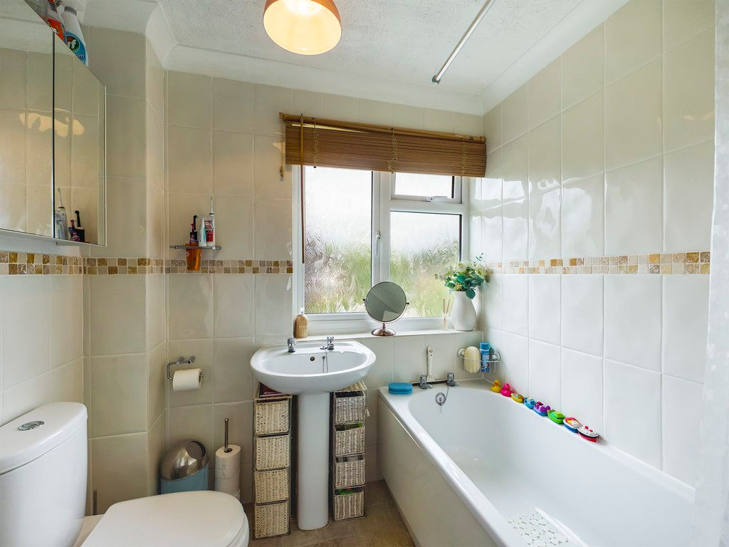 3 bed house for sale in Hawthorn Crescent, Hazlemere  - Property Image 8