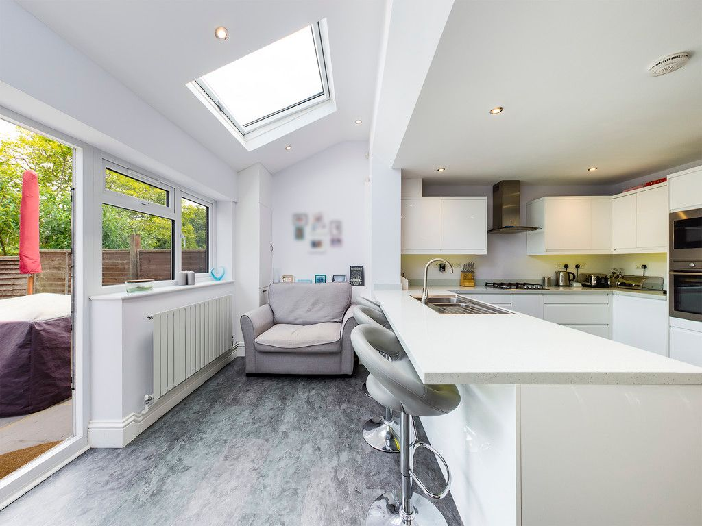 3 bed house for sale in Hawthorn Crescent, Hazlemere  - Property Image 9