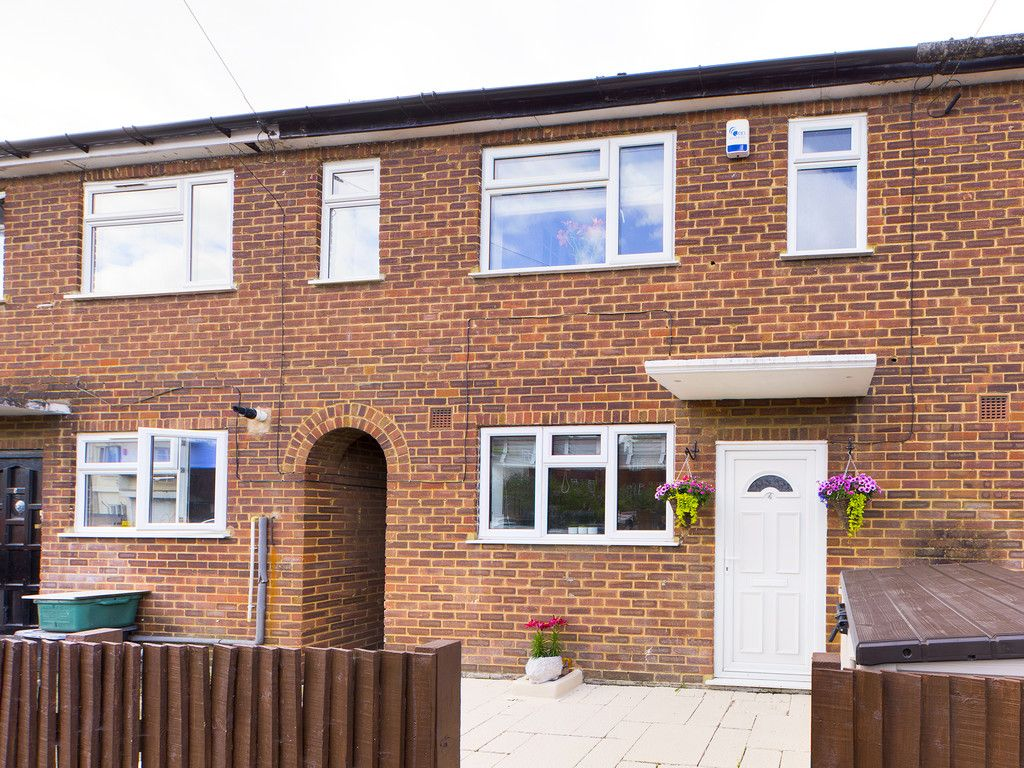 2 bed house for sale in Ford Street, High Wycombe, HP11