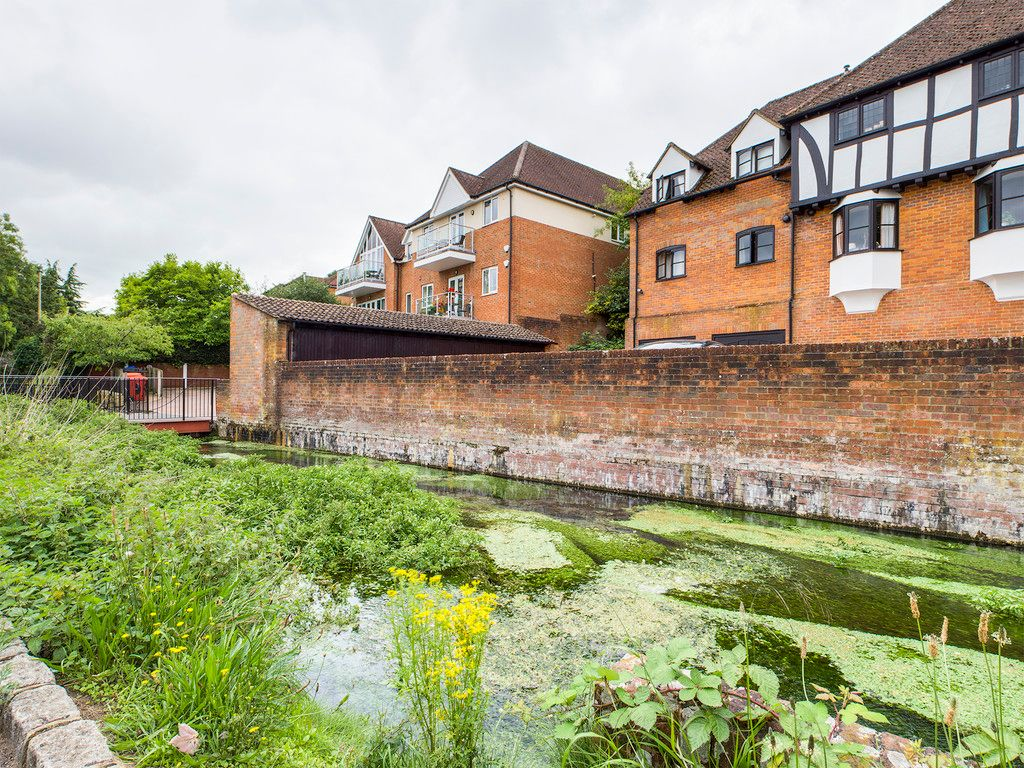 4 bed house for sale in Wyestream, Bassetsbury Lane 3