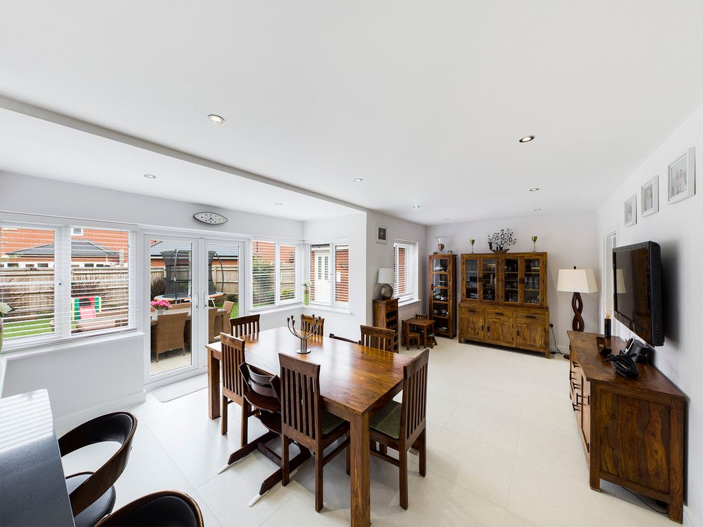 5 bed house to rent in Sierra Road, High Wycombe  - Property Image 3