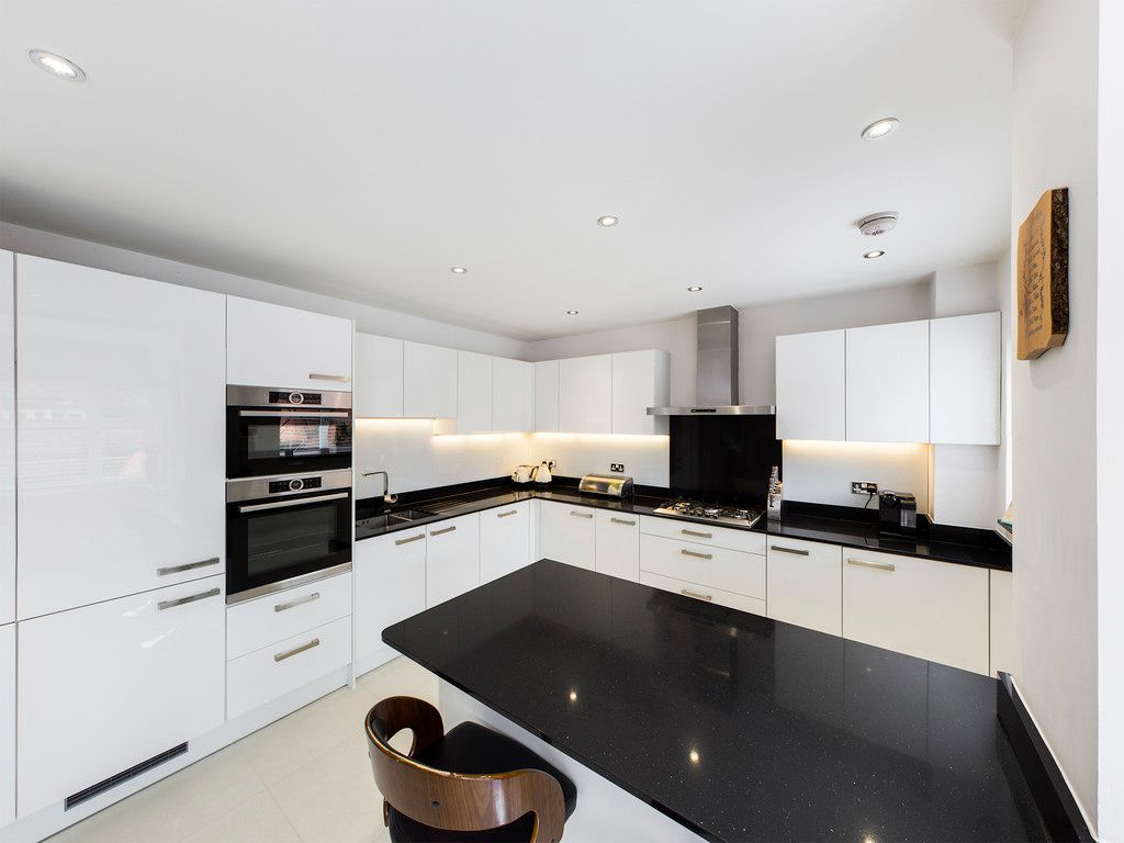 5 bed house to rent in Sierra Road, High Wycombe  - Property Image 4