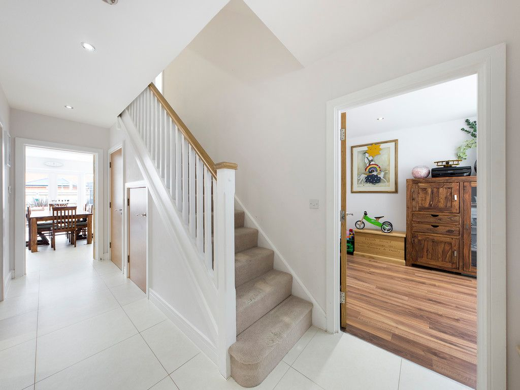 5 bed house to rent in Sierra Road, High Wycombe  - Property Image 5