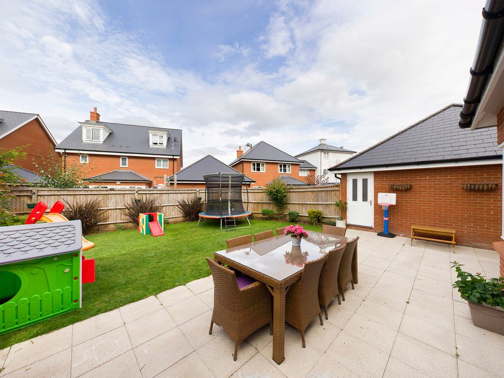 5 bed house to rent in Sierra Road, High Wycombe 7