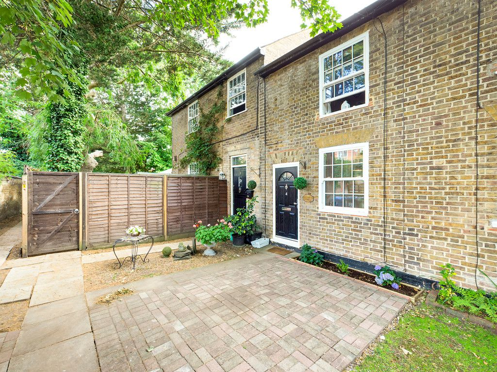 2 bed house for sale in St Ann's Cottages, London Road, HP10