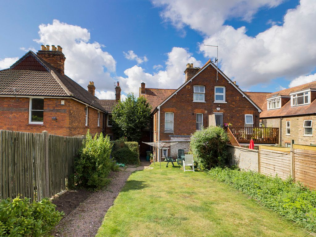 2 bed flat for sale in London Road, High Wycombe  - Property Image 2