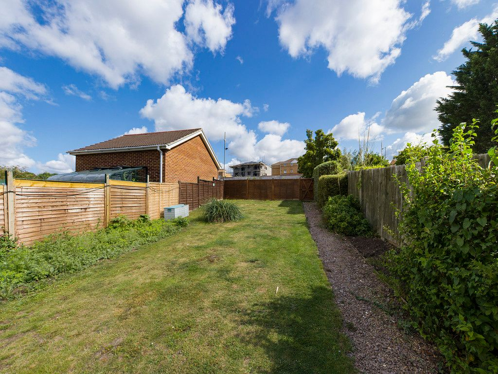 2 bed flat for sale in London Road, High Wycombe  - Property Image 12
