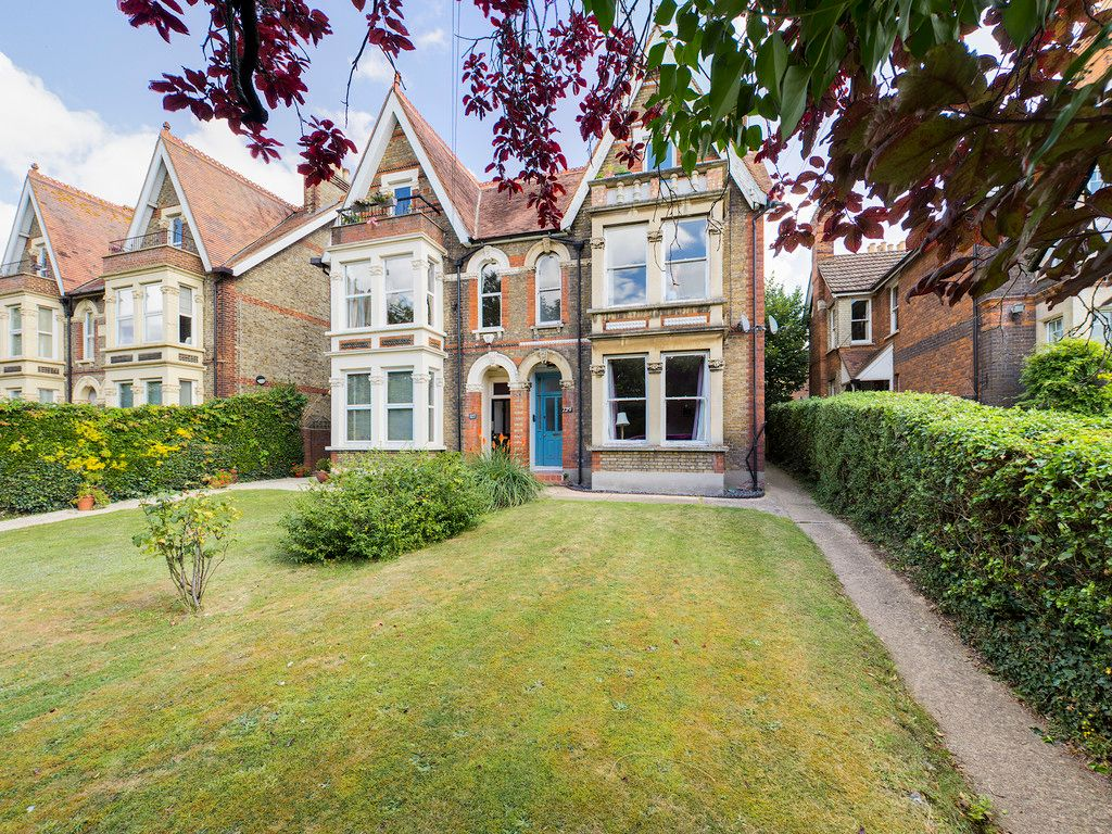 2 bed flat for sale in London Road, High Wycombe  - Property Image 14