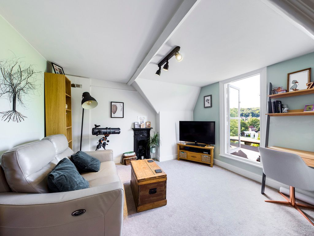 2 bed flat for sale in London Road, High Wycombe  - Property Image 3