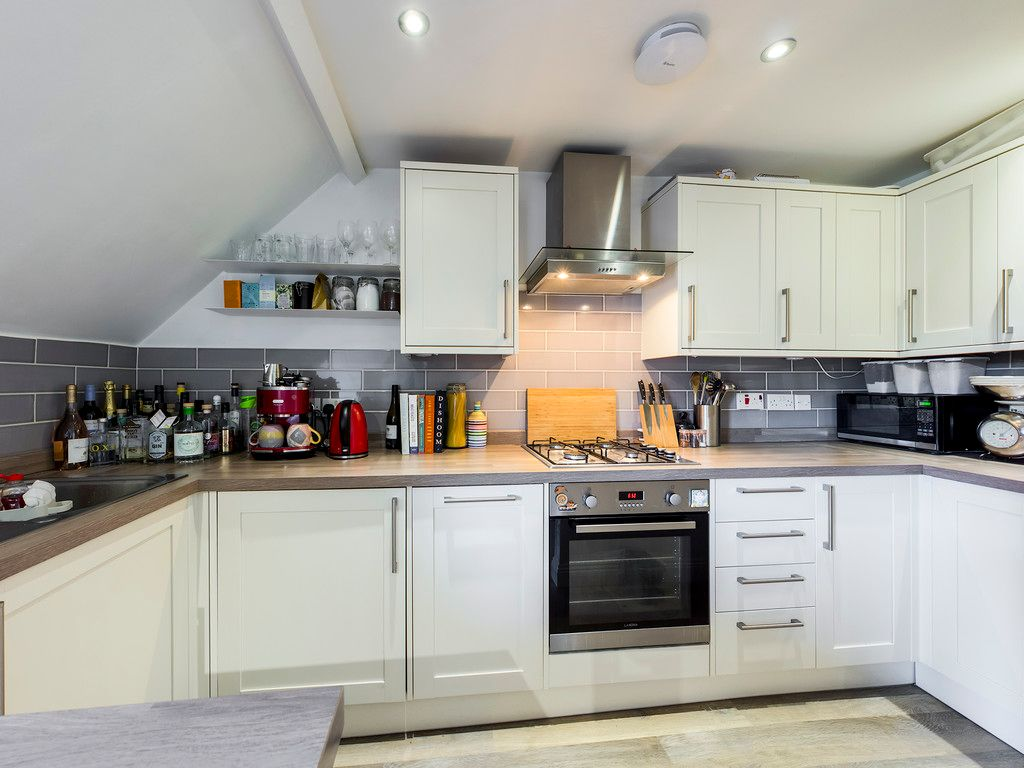 2 bed flat for sale in London Road, High Wycombe  - Property Image 4