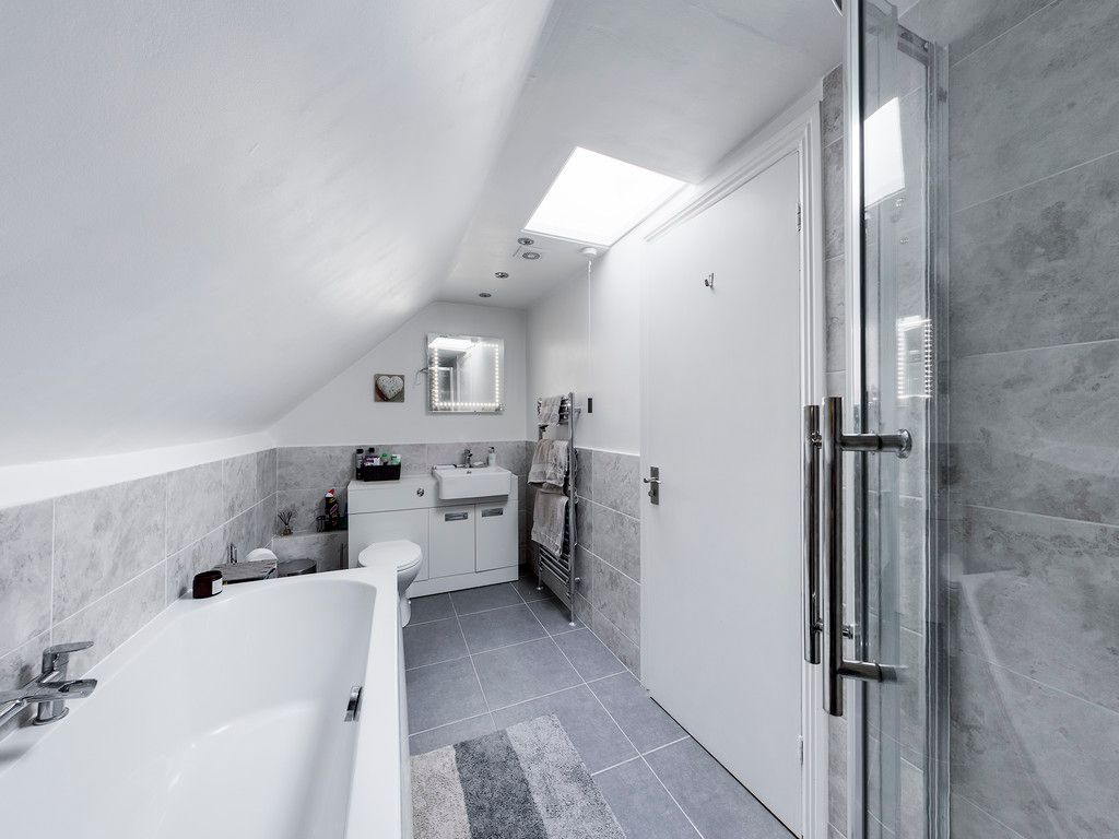 2 bed flat for sale in London Road, High Wycombe  - Property Image 5