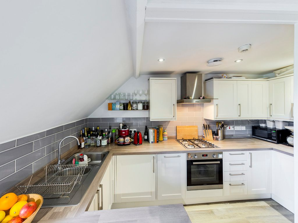 2 bed flat for sale in London Road, High Wycombe  - Property Image 8