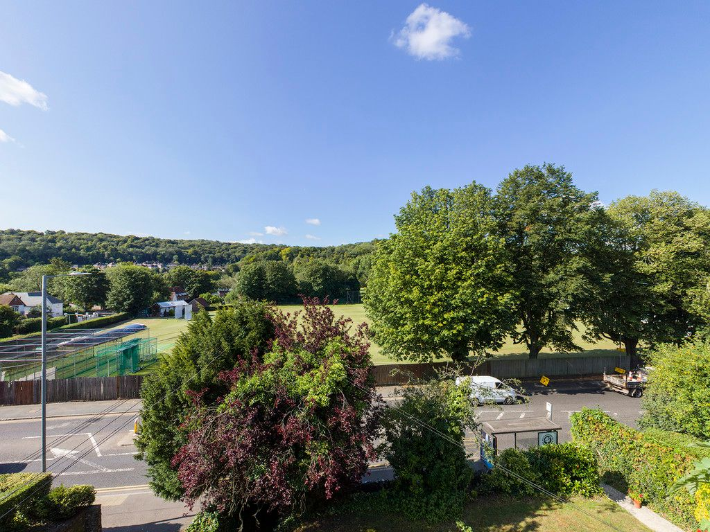 2 bed flat for sale in London Road, High Wycombe  - Property Image 9