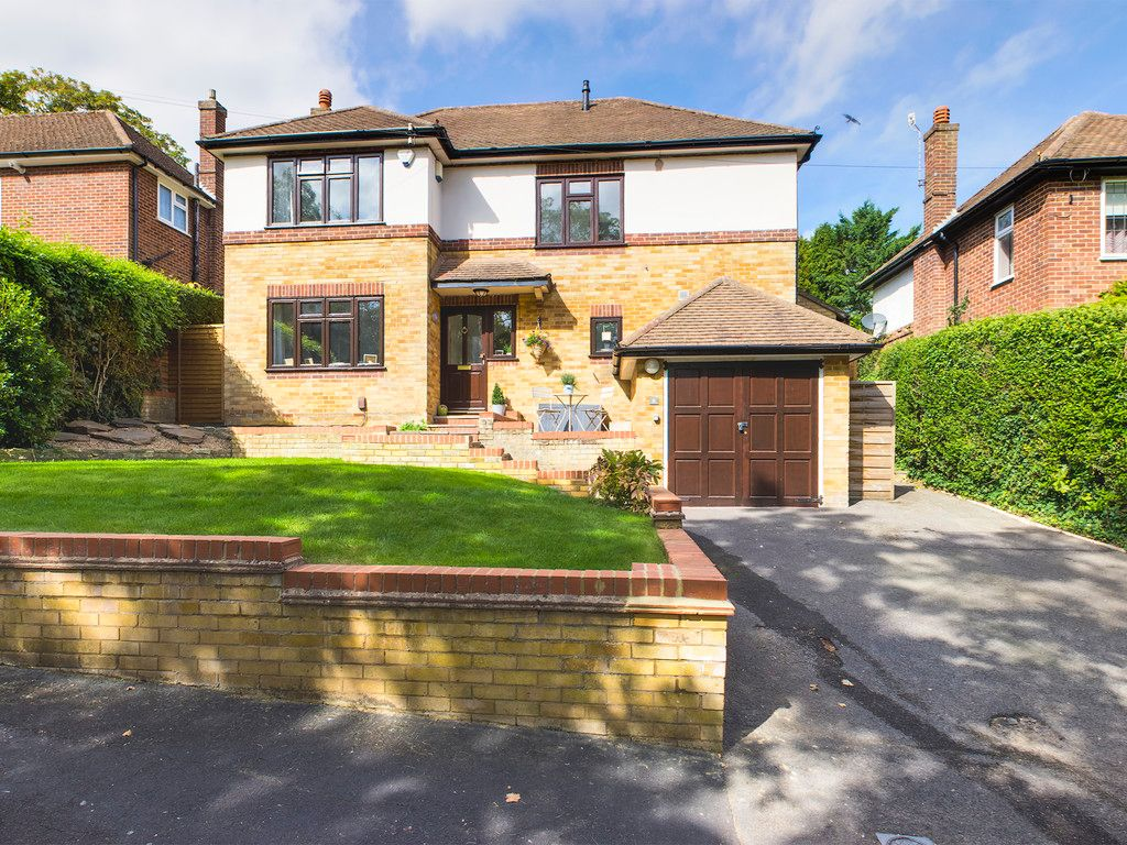 4 bed house for sale in Tennyson Road, High Wycombe  - Property Image 1