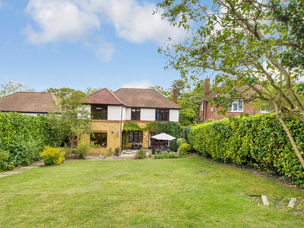 4 bed house for sale in Tennyson Road, High Wycombe  - Property Image 2