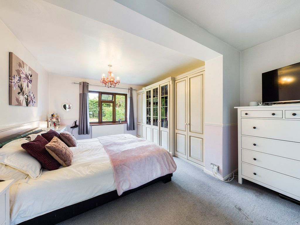 4 bed house for sale in Tennyson Road, High Wycombe  - Property Image 11
