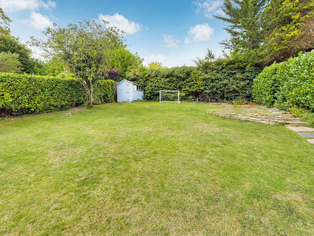 4 bed house for sale in Tennyson Road, High Wycombe  - Property Image 3