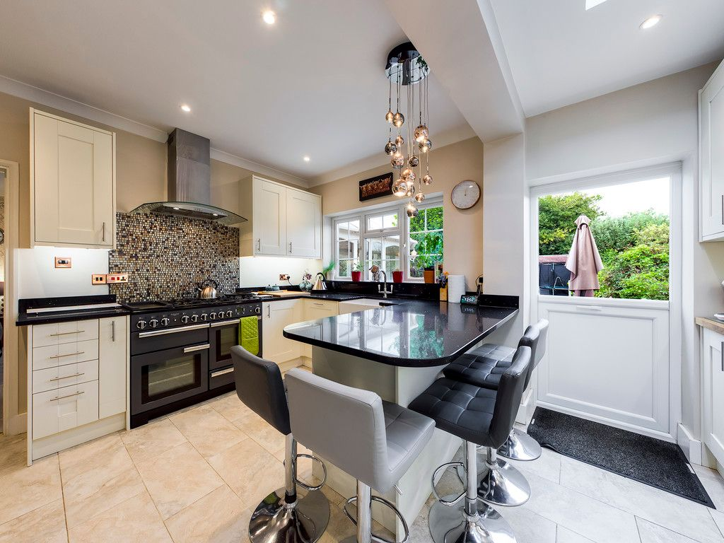 5 bed house for sale in Rushmoor Avenue, Hazlemere  - Property Image 3