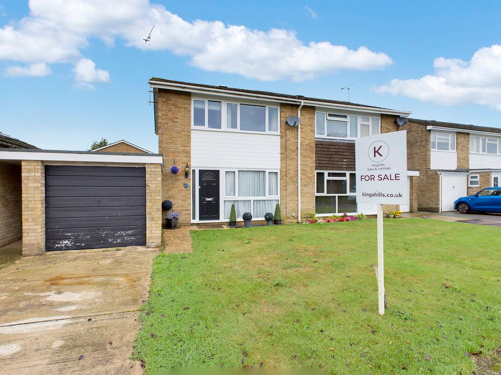 3 bed house for sale in Wellfield, Hazlemere, HP15