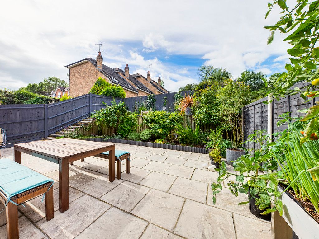 4 bed house for sale in Kingsmead Road, High Wycombe  - Property Image 2