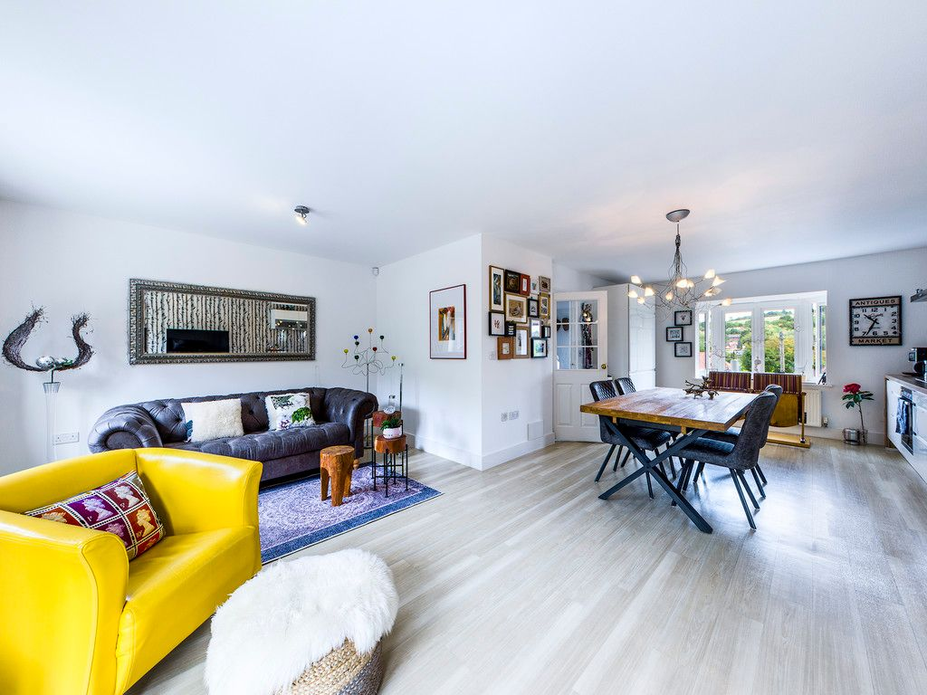 4 bed house for sale in Kingsmead Road, High Wycombe 7