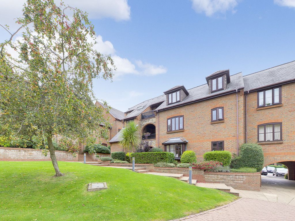 1 bed flat for sale in Kingsmead Road, High Wycombe  - Property Image 1