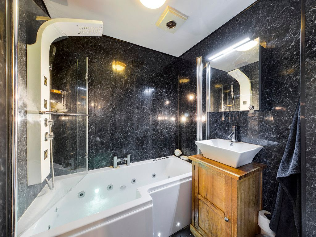 1 bed flat for sale in Kingsmead Road, High Wycombe 3