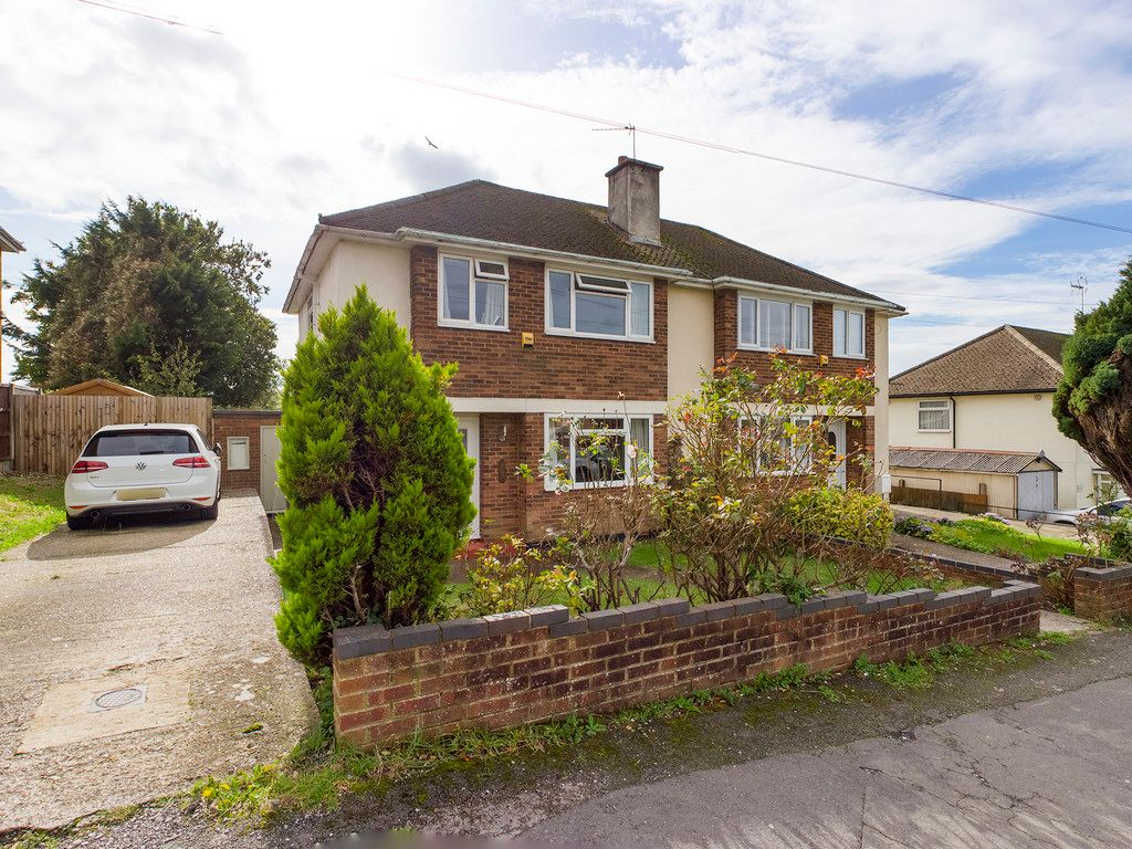 3 bed house for sale in Wingate Avenue, High Wycombe, HP13