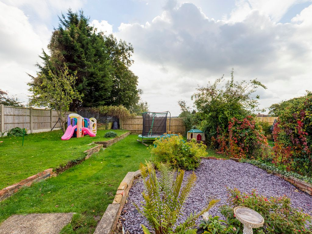 3 bed house for sale in Wingate Avenue, High Wycombe 2