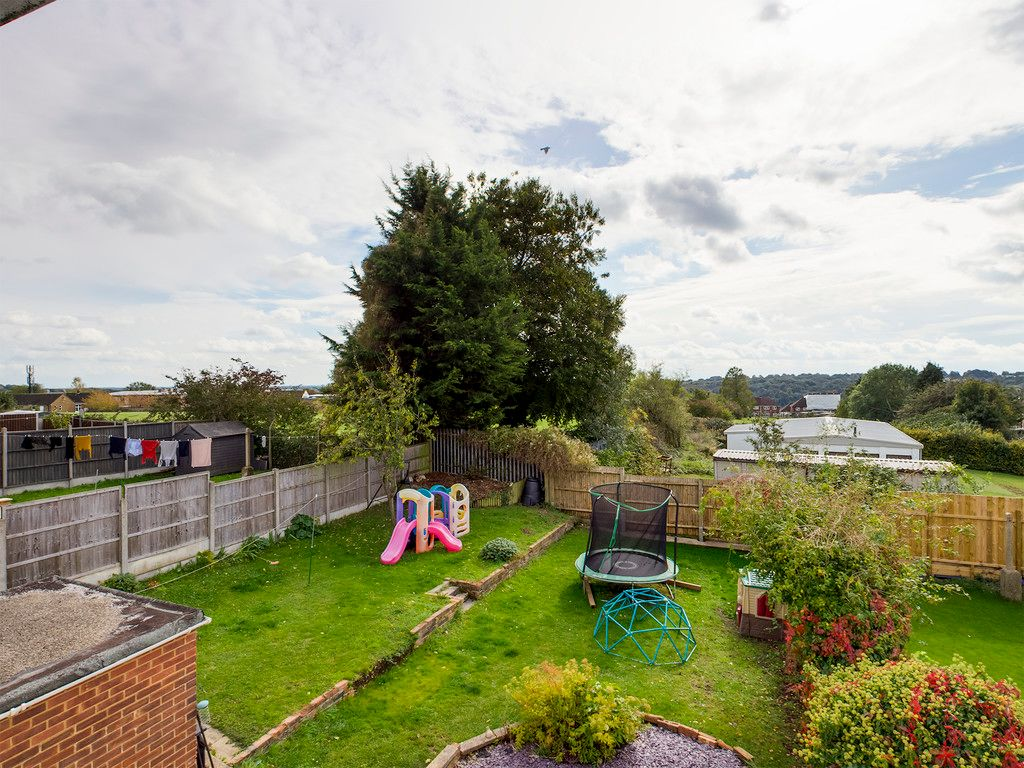 3 bed house for sale in Wingate Avenue, High Wycombe 5