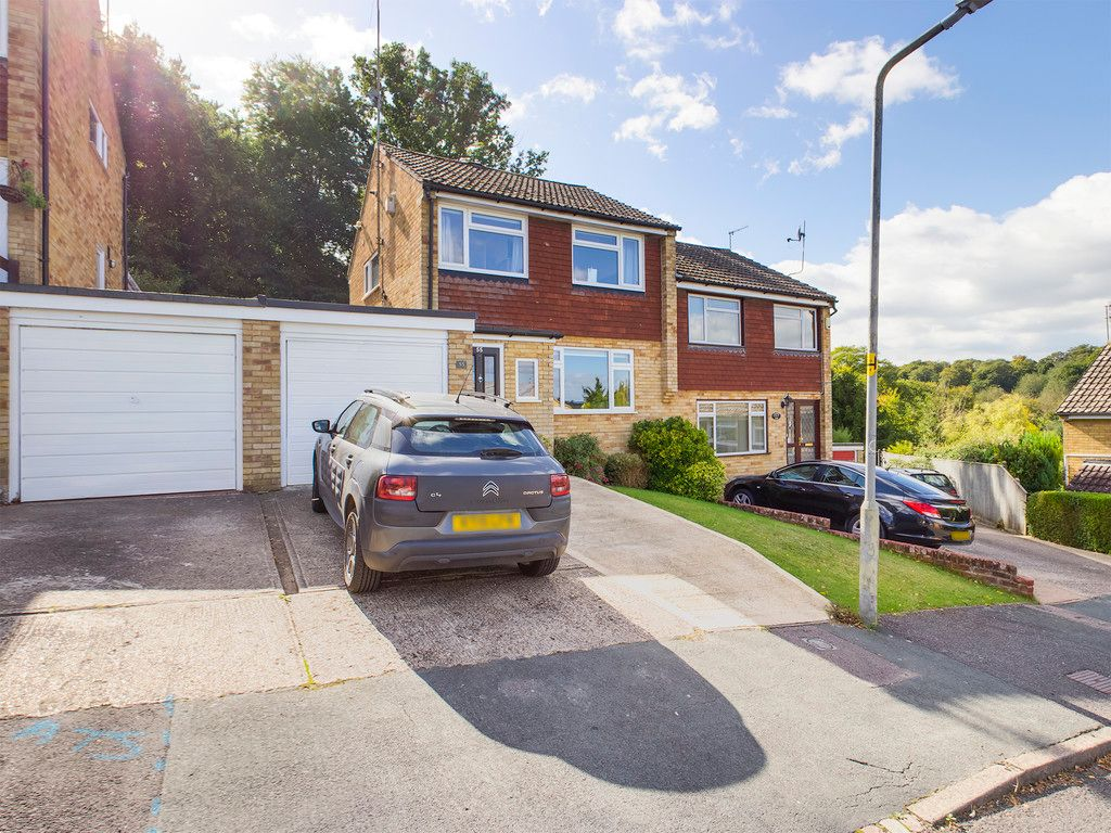 3 bed house for sale in Arundel Road, High Wycombe, HP12