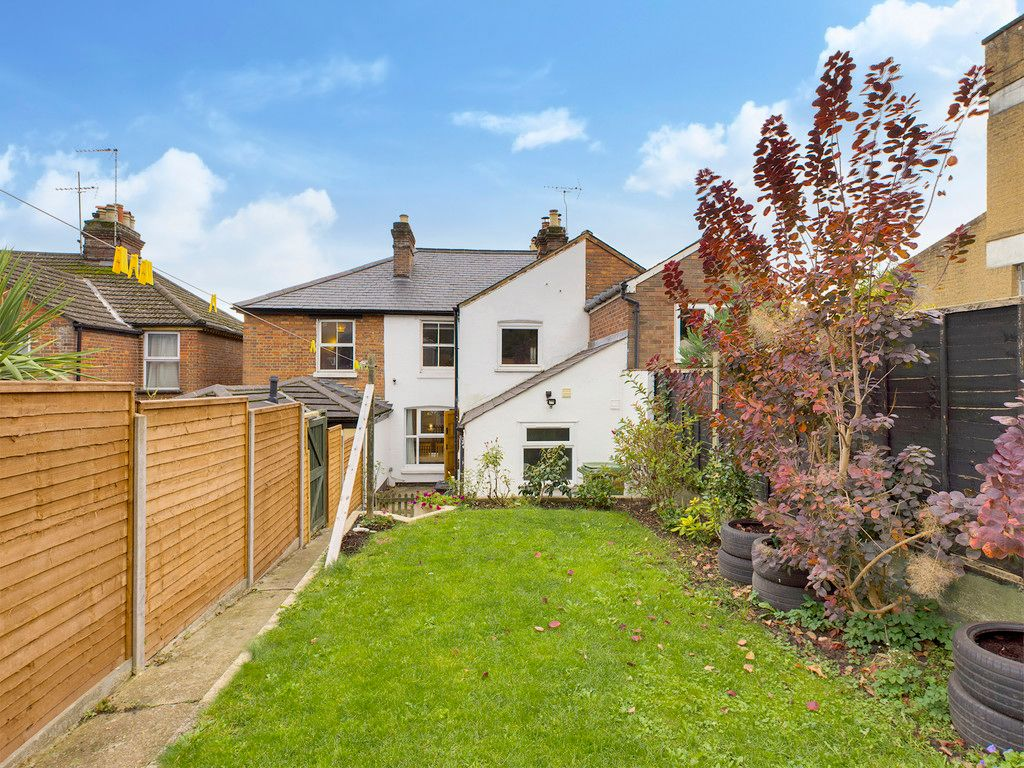 3 bed house for sale in London Road, High Wycombe, HP11